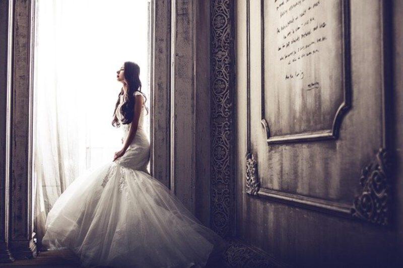 Eleganckie suknie na ślubną uroczystość